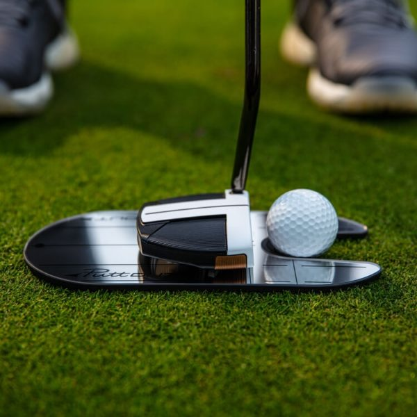 PuttOUT Compact Mirror Lifestyle Golfer Setup Cropped